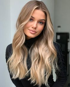 Try using hair extensions, it will make a big change to your overall hair styling. Let you find a different beauty Brown Hair Balayage, Brown Blonde Hair, Hair Color Balayage, Dirty Blonde Hair With Highlights, Face Frame Highlights, Blonde Balayage Honey, Summer Blonde Hair, Honey Blonde Hair Color, Strawberry Blonde Hair Color