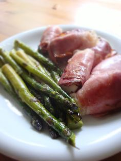 Otthonka: Tekert mozzarella és spárga Mozzarella, Asparagus, Vegetables, Food, Studs, Essen, Vegetable Recipes, Meals, Yemek
