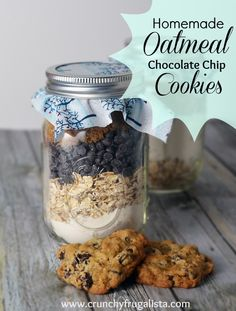I love homemade gifts in a jar! These homemade oatmeal chocolate chip cookies are to die for. Your family will definitely gobble them up. Perfect for Thanksgiving dessert or a easy Handmade Christmas gift!
