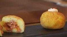 Receta de bombas de patata y carne con salsa brava