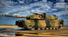 Australian Army M1A1 main battle tanks testing a new camouflage [948 522]