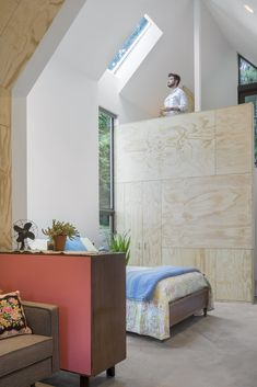 The firm was hired by a Seattle homeowner to create Granny Pad: A spacious living quarters converted from a backyard garage. Cozy Living Spaces, Living Area, Architectural Digest, Design Bleu, Cabinet D Architecture, Style Loft, Old Garage, Mini Clubman, Sleeping Loft