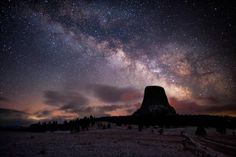 The Milky Way seen over Devil's Tower in Wyoming, Night Sky Stars, Night Skies, Yellowstone National Park, National Parks, Great Places, Places To Go, Nighttime Sky, Meteor Shower, Stargazer