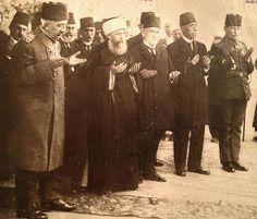 The last Ottoman sultan Mehmed VI, in the company of Şeyhülislam Nuri Efendi (the highest Ottoman Islamic authority) and surrounded by state officials, praying before his departure from Istanbul on October 17th, 1922.