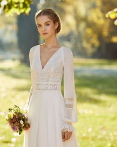 W Dresses, Modest Wedding Dresses, Boho Wedding Dress, Bridal Dresses, Wedding Gowns, Style Bobo Chic, Chiffon, Wedding Dress Pictures, Gown Photos