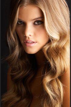 Nina Agdal hair
