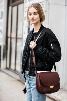 La chaqueta de entre-tiempo que nadie imaginaba que volvería. Las bombers han llegado para quedarse http://chezagnes.blogspot.com.es/2016/04/bomber-jackets.html #BomberJackets #Fashion #Moda #Tendencias