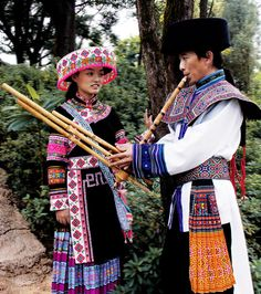 Hmong people withqeej (traditional music instrument)