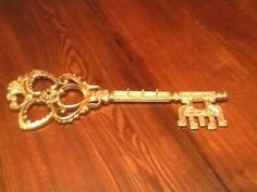 Vintage SYROCO INC Gold Tone Skeleton Keys Wall Decoration 3661-A Plastic Picture Frames, Skeleton Keys, Vintage Italy, Wall Sculptures, Rare Antique, Wall Plaques, Trinidad And Tobago, Shabby Chic, Wall Decor