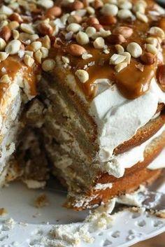 Yleisön pyynnöstä mun kakkujutun banaanikakun resepti on näemmä pakko julkaista myös blogissa. Toivotaan, että se inspiroi jokaista ko... Good Food, Yummy Food, Yummy Yummy, Cake Bars, Little Cakes, Healthy Treats, Coffee Cake, Vegan Desserts, Yummy Cakes