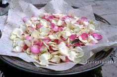 Fioreria Oltre/ Wedding rice and rose petals
