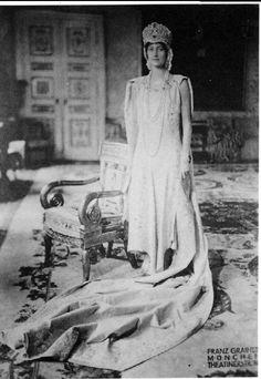 The other image of Princess Antonia, wearing the tiara.