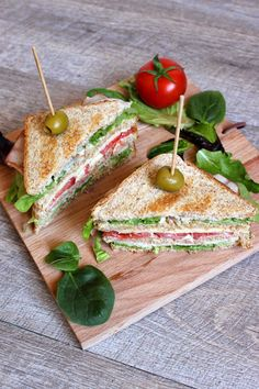 Club Sandwich BLT : Bacon x Laitue x Tomate - Bonjour Darling Keto Apple Recipes, Gourmet Recipes, Snack Recipes, Cooking Recipes, Snacks, Deli Sandwiches, Healthy Sandwiches, Creamed Asparagus, Cuisines Diy