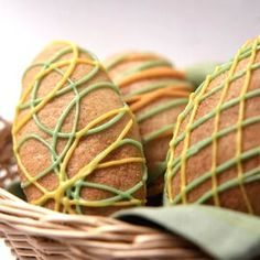 46 Delicious Easter Dessert Ideas to Try This Spring Create unique icing designs for each Banana Easter Egg Roll. Easter Recipes, Holiday Recipes, Cheesecakes, Eating Bananas, Banana Bread Recipes, Dip Recipes, Smoothie Recipes, Easter Treats, Easter