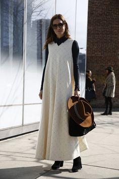 streetssavoirfaire: fashion-streetstyle: (via AMLUL.COM: Look Gala Gonzalez, Dress With Cardigan, Dress Up, I Love Fashion, Autumn Fashion, How To Wear Shirt, Boho Chic, Estilo Blogger, People Dress