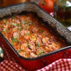 Baconszeletekbe göngyölt töltött csirkemell | Nosalty Meatloaf, Paella, Mozzarella, Healthy Life, Chili, Bacon, Mexican, Ethnic Recipes, Food