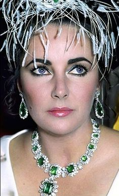 Elizabeth Taylor defined modern celebrity and is considered the last classic Hollywood icon. Elizabeth Taylor Trust and Elizabeth Taylor Estate. Hollywood Icons, Golden Age Of Hollywood, Hollywood Glamour, Hollywood Stars, Elizabeth Taylor Schmuck, Elizabeth Taylor Eyes, Film Elizabeth, Divas, Tilda Swinton