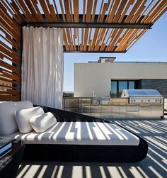 Make your day with these fabulous backyard pergola design. Add pergola in backyard place to escape of city life. If you have some time, see these ideas Modern Pergola, Pergola Patio, Steel Pergola, Pergola Screens, Wood Pergola, Cheap Pergola, Modern Patio, Pool Gazebo, Black Pergola
