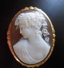 X-tra Fine Antique Large Shell Cameo Brooch of Flora in 14k