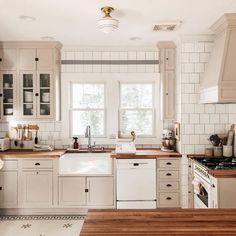 Uplifting Kitchen Remodeling Choosing Your New Kitchen Cabinets Ideas. Delightful Kitchen Remodeling Choosing Your New Kitchen Cabinets Ideas. Country Kitchen, New Kitchen, Kitchen Dining, Kitchen Decor, Kitchen Ideas, Awesome Kitchen, Beautiful Kitchen, Dining Room, Küchen Design