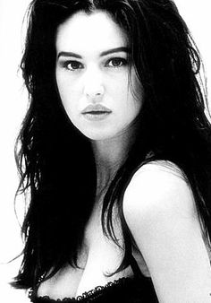 The Universal Man Monica Bellucci, Black And White Portraits, Black And White Photography, Vampire Girls, Italian Actress, Italian Beauty, Jolie Photo, Up Girl, Beautiful Actresses