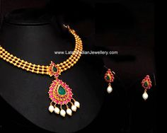 antique gold necklace in simple traditional design with gold beaded style neck chain paired with lovely ruby pendant with matching simple ruby earrings avr Antique Necklace, Antique Jewelry, Antique Gold, Gold Necklace, India Jewelry, Temple Jewellery, Indian Jewellery Design, Jewelry Design, Bridal Jewelry