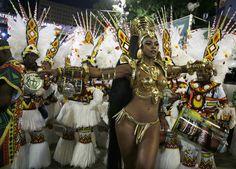 2015 | CARNAVALES DE RIO DE JANEIRO, BRASIL - Imperatriz Leopoldinense samba school's drum queen Cris Vianna participates in the annual carnival parade in Rio de Janeiro's Sambadrome, February 17, 2015.   REUTERS/Pilar Olivares