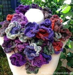 Stunning crochet flower scarf - link to free instructions on how to crochet the flowers.