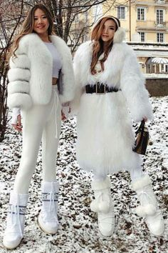 Snow Outfits For Women, Winter Boots Outfits, Clothes For Women, Fur Fashion, Winter Fashion, Fashion Outfits, Womens Fashion, Ski Outfits, Moon Boots
