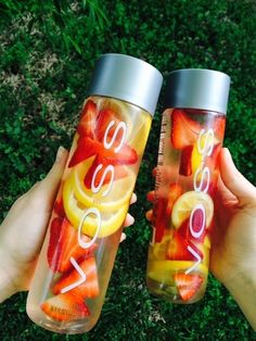 Detox Water : Need a water bottle (VOSS waterbottles are popular) and some fruit or vege Fruit/vege can be - strawberries - lemon - cucumber - mint leaves - rasberries Add into water and BOOM. amazing.