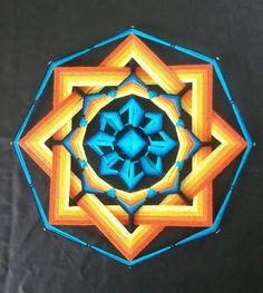 Mandala Ojo de Dios em turquesa, amarelo e laranja