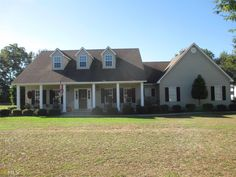 Beautiful 5 BR, 3 BA home on over an acre! Huge master suite, high ceilings, open floor plan, new hardwood floors, new HVAC, barn, new fence, and saline pool surrounded by river rock! Located on cul-de-sac but convenient to town and schools!  Quick access to I-75 and just moments to downtown.  Neighborhood is well kept and quite.  The neighborhood has a country setting.