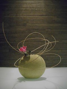 """""""A flower's appeal is in its contradictions: so delicate in form, yet strong in fragrance, so small in size, yet big in beauty, so short in life yet long on effect"""" - TERRI GUILLEMETS - (Ikebana by Jeroen Vermaas) Ikebana Flower Arrangement, Ikebana Arrangements, Modern Flower Arrangements, Flower Vases, Arte Floral, Deco Floral, Floral Design, Flower Show, My Flower"""