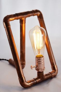 ¨¨¨¨¨¨¨¨¨¨¨¨¨°º©©º°¨¨¨¨¨¨¨¨¨¨¨¨°º©©º°¨¨¨¨¨¨¨¨¨¨¨¨ Why hide copper pipe under floors and behind walls? Weve upcycled this awesome material into a modern table lamp, constructed of reclaimed pipe joined in super-sleek right angles. With a multi-filament Ed
