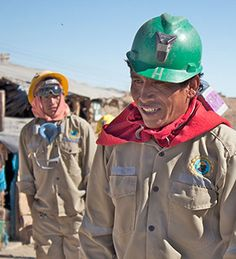 Miners from the artisanal and small-scale Sotrami mine in Peru. Here gold is mined on a Fairtrade base. With better profits for the miners, more attention for education and health and working with the chemicals in a conscious way.