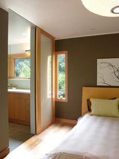 Asian Bedroom by yamamar design Sliding Bathroom Doors, Sliding Wood Doors, Sliding Door Design, Bathroom Closet, Glass Bathroom, Modern Bathroom, Door Dividers, Hanging Room Dividers, Sliding Room Dividers