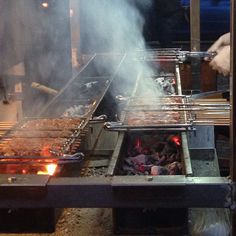 Traditional Arrosticini Abruzzesi - Italian street food Kitchen Grill, Kitchen Stove, Outdoor Food, Outdoor Cooking, Swiming Pool, Charcoal Grill, Fire, Bbq Diy, Pizza Ovens