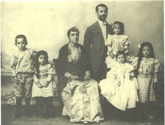 A Greek family of Kerasus Old Greek, Greek Culture, The Turk, Folk Dance, Photographs Of People, Black Sea, Old Photos, Rum, Greece