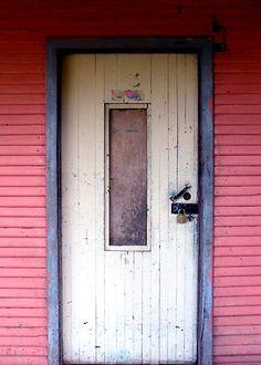 Door in Ciudad Colón