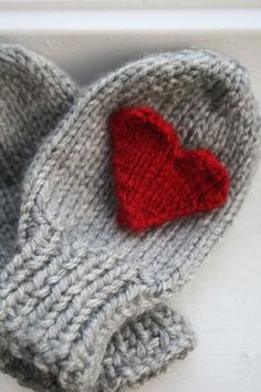 oldandshabby:  (via Hand-Knit Heart Mittens | ✿⊱╮ Grey & Red)