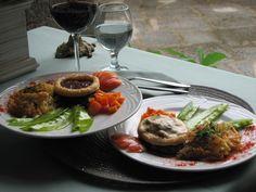 Casa da Suíça Restaurante  R. Cândido Mendes, 157 - Glória, Rio de Janeiro - RJ, 20241-220 (21) 2252-5182 - Cozinha Internacional   http://www.casadasuica.com.br/