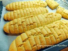 Υγιεινά, εύκολα, αφράτα, οικονομικά! Βρήκα αυτή τη συνταγή σε ένα παλιό τετράδιο . Δεν ξέρω για πιο λόγο κάποια νοικοκυρά αποφάσισε να χρησιμοποιήσει γκαζόζα στα παξιμαδάκια της. Της … Greek Sweets, Greek Desserts, Biscuit Recipe, Hot Dog Buns, Scones, Biscotti, Apple Pie, Recipies, Deserts