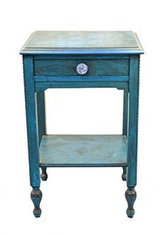 ¿Te gusta la decoración estilo vintage? ¿Quieres que tus muebles luzcan como si fueran viejos? Bien, en este artículo veremos cómo envejecer muebles con una técnica de pintura muy sencilla. Puedes aplicarla en todo tipo de muebles, incluso en muebles prefabricados de manera que luzcan degastados y antiguos.Cómo
