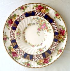 Love the vibrant colors in this, and the navy grounds it just perfectly.  (mismatched china rental by Sugarbaker & Toad)