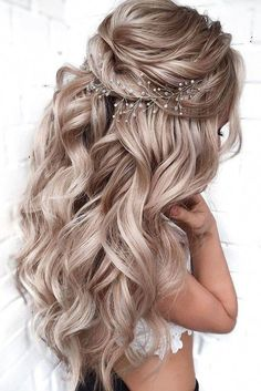wedding hairstyles for curly hair updo ~ wedding hairstyles for curly hair ; wedding hairstyles for curly hair updo ; wedding hairstyles for curly hair long ; wedding hairstyles for curly hair curls ; wedding hairstyles for curly hair short Long Hair Wedding Styles, Elegant Wedding Hair, Wedding Hair Down, Wedding Hairstyles For Long Hair, Bridesmaid Hair Down, Prom Hairstyles Half Up Half Down, Bride Hairstyles Down, Hairstyles For Weddings Bridesmaid, Easy Hairstyles