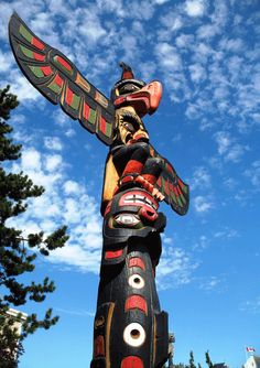 Totem-Pole-by-Alex-Clark-the eagle and the bear
