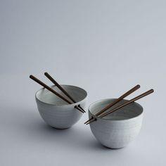 Maria de Haan Pair of rice bowls Pottery Bowls, Ceramic Pottery, Pottery Mugs, Cerámica Ideas, Decor Ideas, Art Et Design, Kitchenware, Tableware, Japanese Ceramics