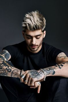 """It's time I start talking about former One Direction member Zayn Malik. His debut solo single """"Pillow Talk"""" is topping charts and it's a fine track but it's . Cabelo Zayn Malik, Estilo Zayn Malik, Zayn Malik Fotos, Zayn Malik Photoshoot, Zayn Malik Hairstyle, Zayn Malik Style, Zayn Malik Tattoos, Cool Hairstyles For Men, Haircuts For Men"""