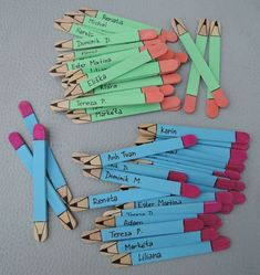 5 Craft Stick Pencil Bookmarks steps - Astonishing classroom decorating ideas for grade Chalkboard bookmark with charms and quote! by Lavagnettiamo Puppen aus Eisstielen Ιδεες για δασκαλους: Μολυβάκια από γλωσσοπίεστρα Mestres Fair - - Artesanato, Arte