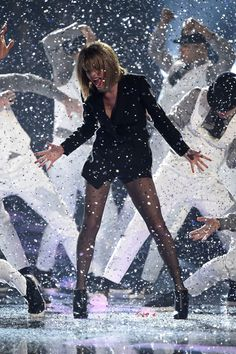 Taylor Swift performing Blank Space at the Brits 2015.